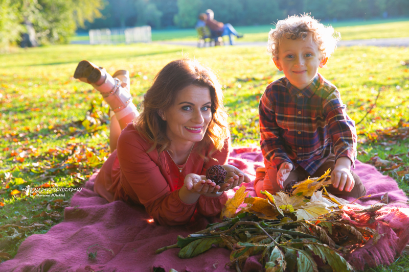 Beautiful autumn session…mom with son